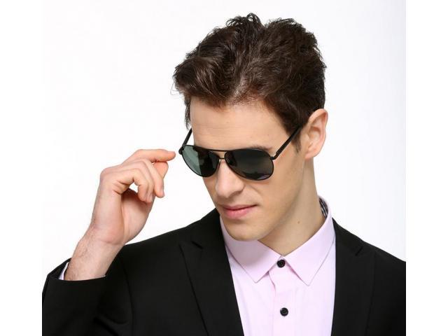 Išskirtinio dizaino polerizuoti akiniai dėkluose